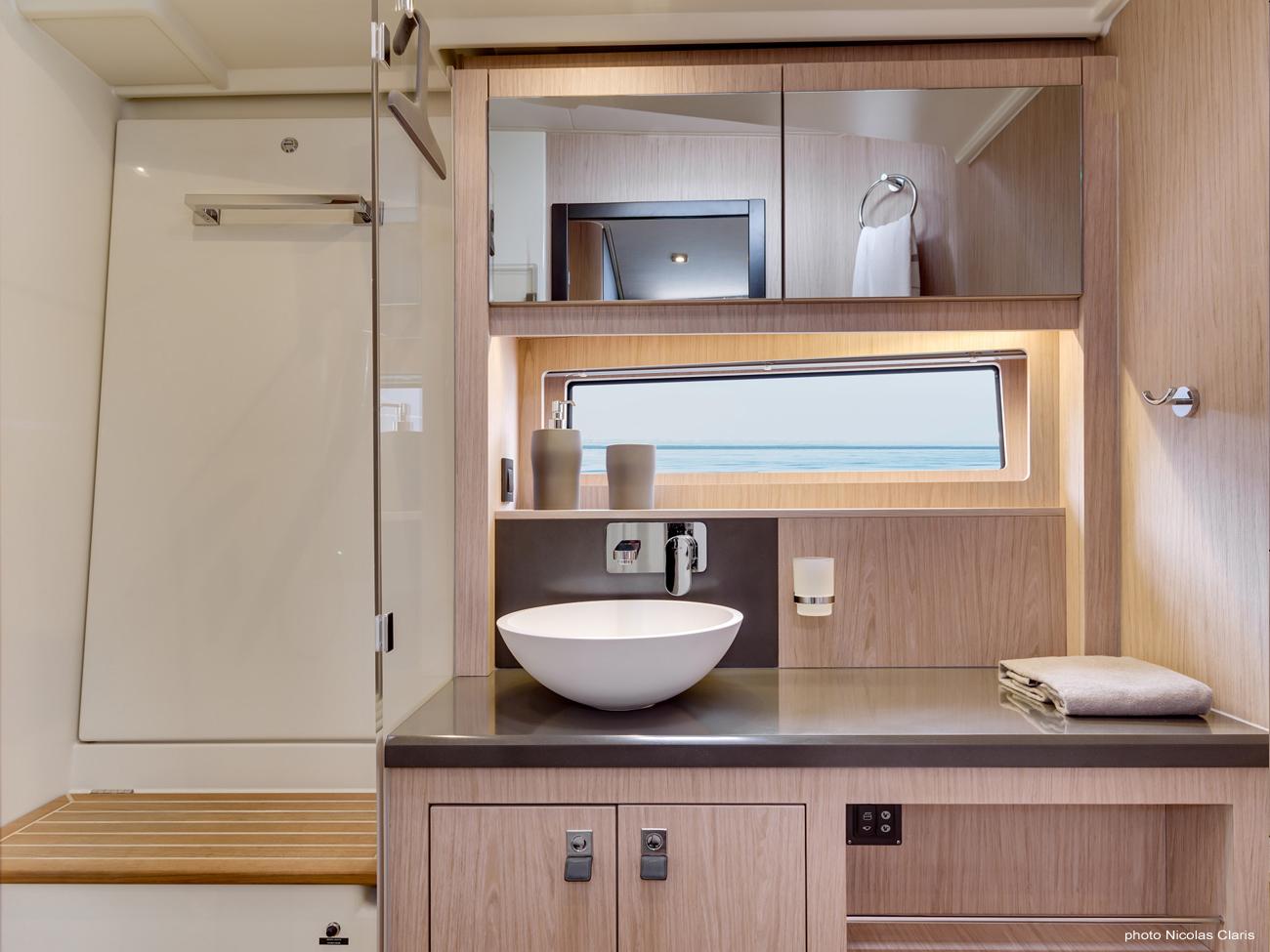 Oceanis 62 owner bathroom