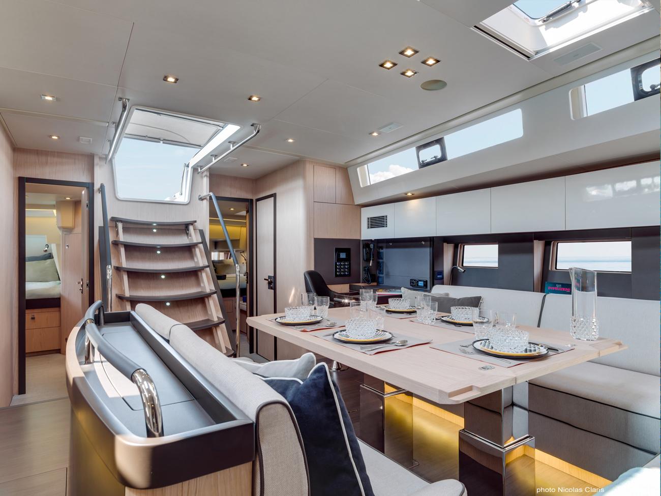 Oceanis Yacht 62 interno 2