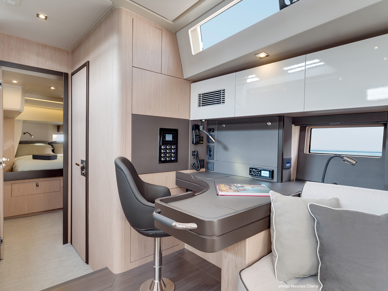 Oceanis Yacht 62 interno 3